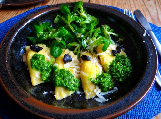 Ravioli,Pesto,fermentierter Knoblauch (1)