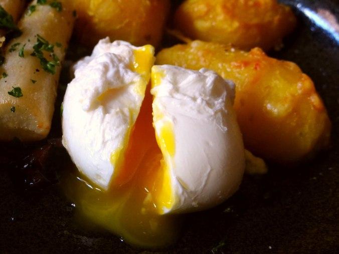 Schwarzwurzel,Ofenkartoffel,pochiertes Ei (18)