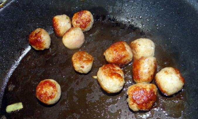 Mairübchen,Mettbällchen,Kartoffeln,Obstsalat (10)