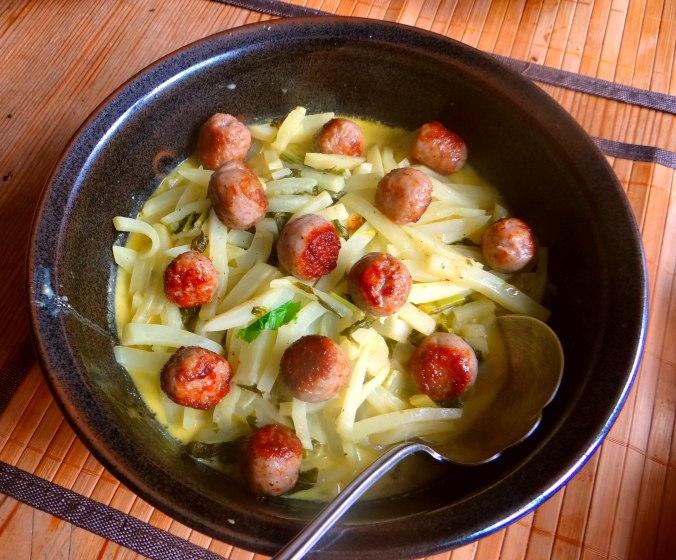 Mairübchen,Mettbällchen,Kartoffeln,Obstsalat (11)