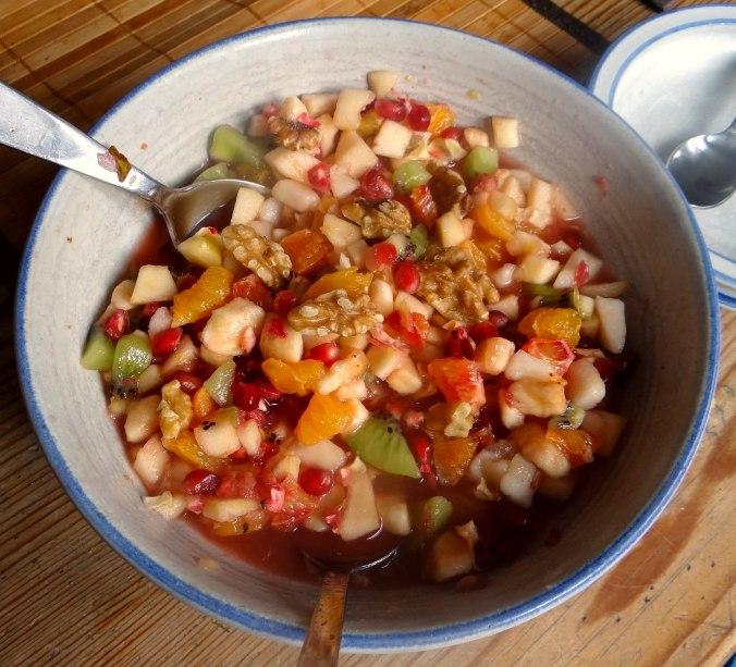 Mairübchen,Mettbällchen,Kartoffeln,Obstsalat (16)