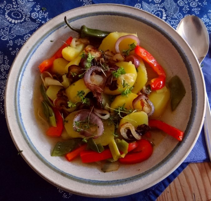 Bouillionkartoffeln, Feldsalat, Zwiebelringe, Kleines Gemüse (1)