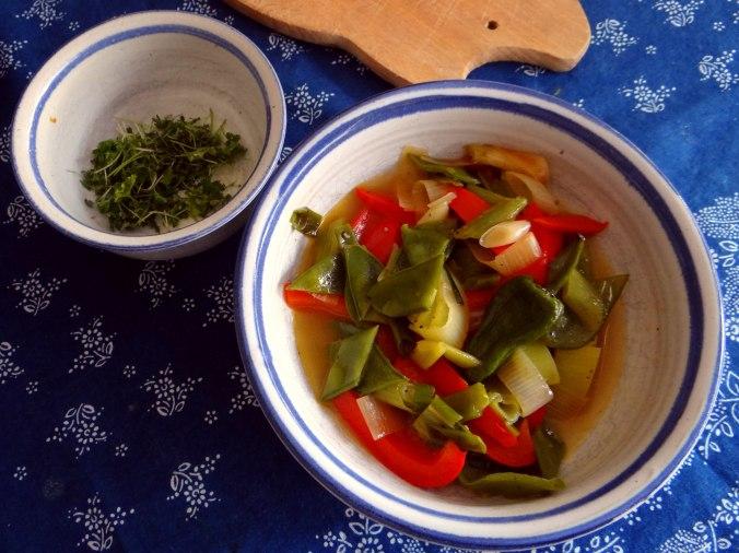 Bouillionkartoffeln, Feldsalat, Zwiebelringe, Kleines Gemüse (12)