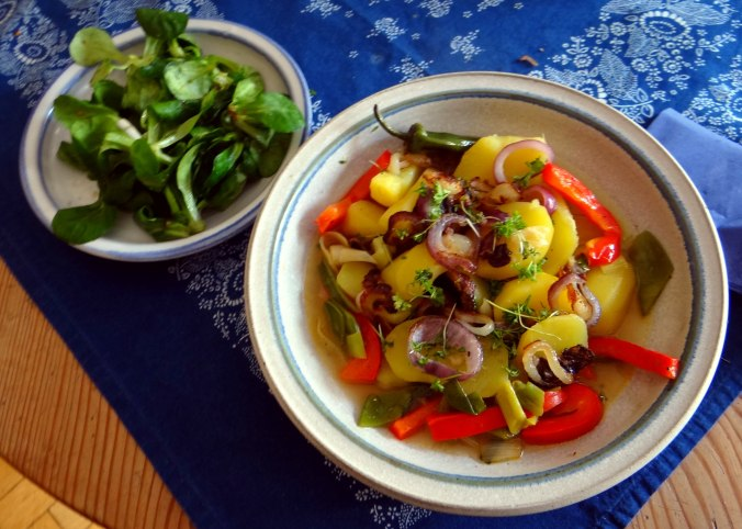 Bouillionkartoffeln, Feldsalat, Zwiebelringe, Kleines Gemüse (13)