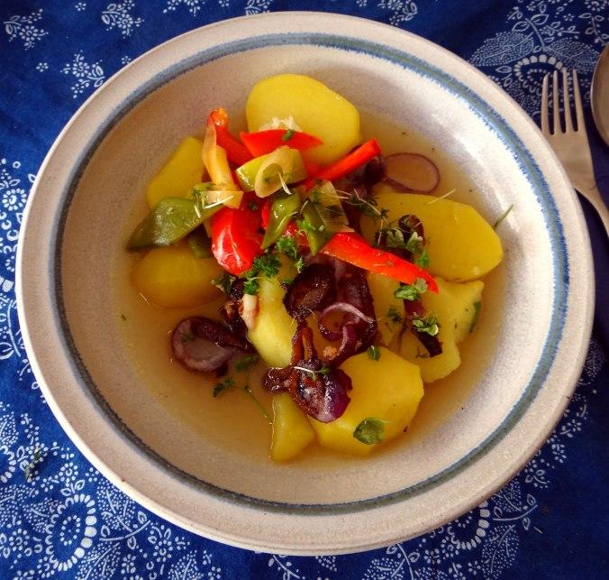 Bouillionkartoffeln, Feldsalat, Zwiebelringe, Kleines Gemüse (2)