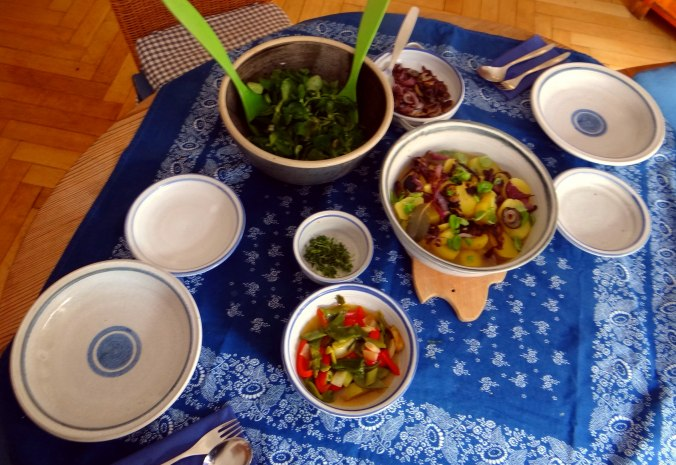 Bouillionkartoffeln, Feldsalat, Zwiebelringe, Kleines Gemüse (3)