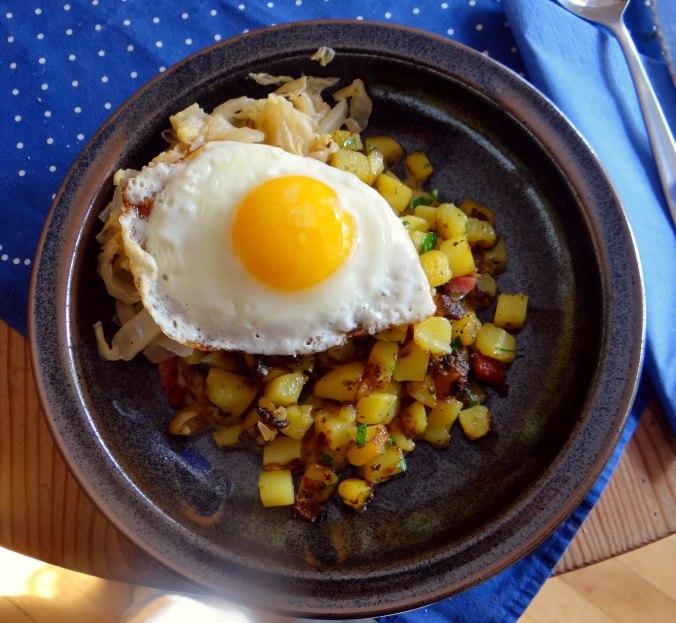 Geschmorter Chinakohl mit rohgebratenen Kartoffeln (14)