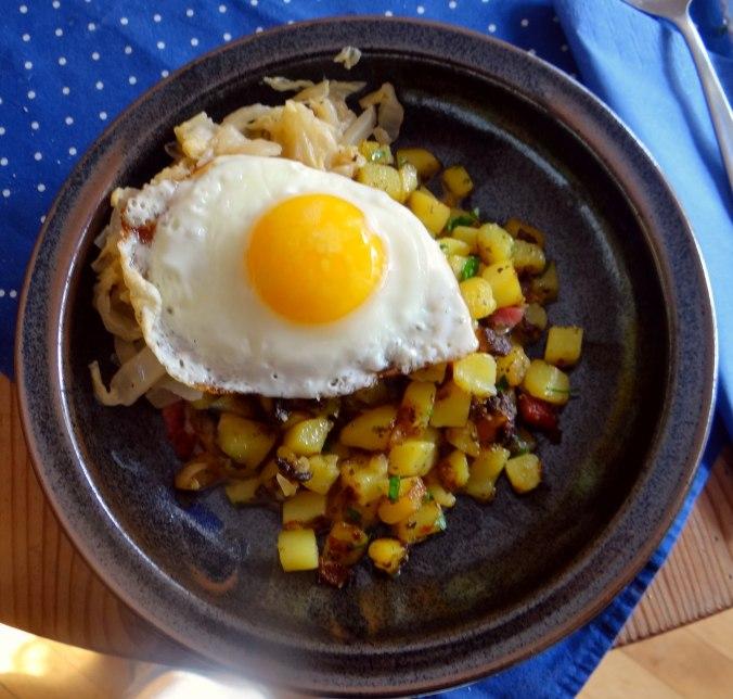 Geschmorter Chinakohl mit rohgebratenen Kartoffeln (3)