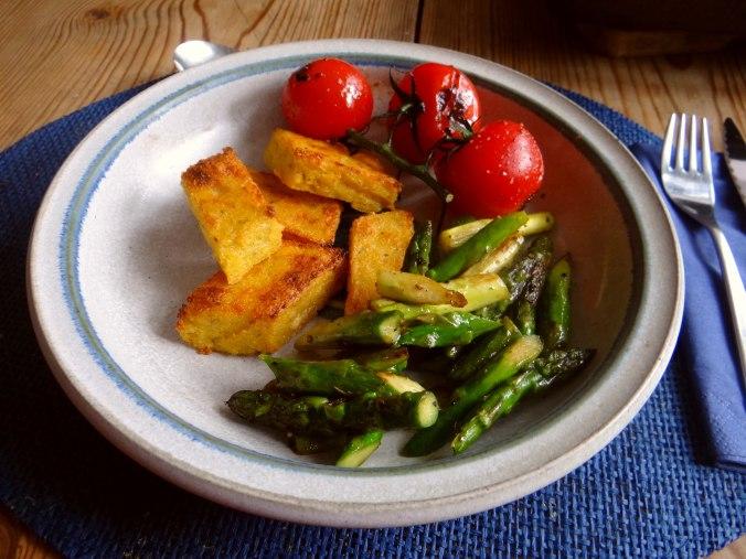 Grüner Spargel,Tomaten und Polenta (1)