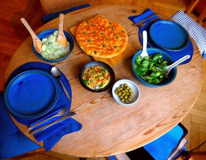 Hummus,Salate und Foccacia (16)