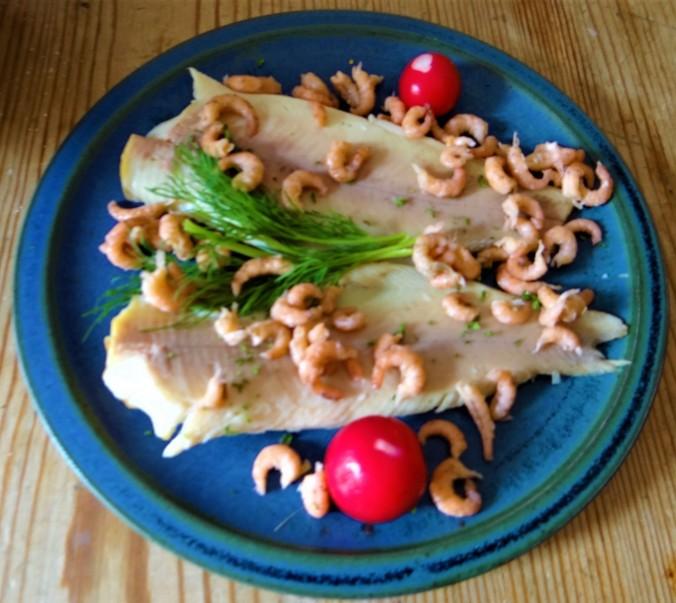 Kartoffelsalat mit Nordseekrabben ,Forellenfilet (10)