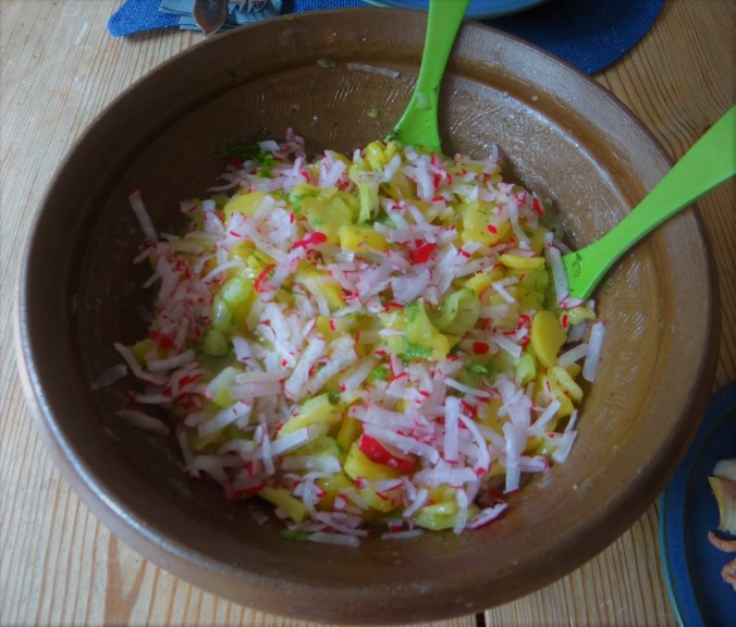 Kartoffelsalat mit Nordseekrabben ,Forellenfilet (11)