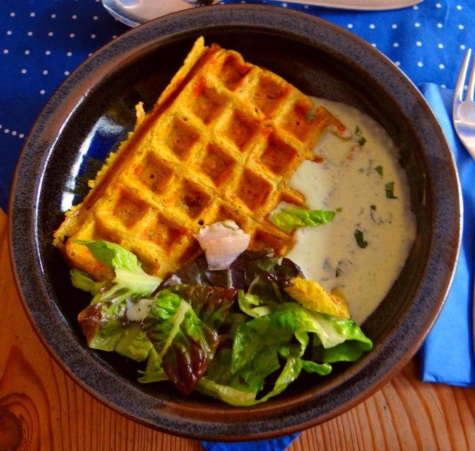 Käsewaffel mit zitronen Feta Creme (1)