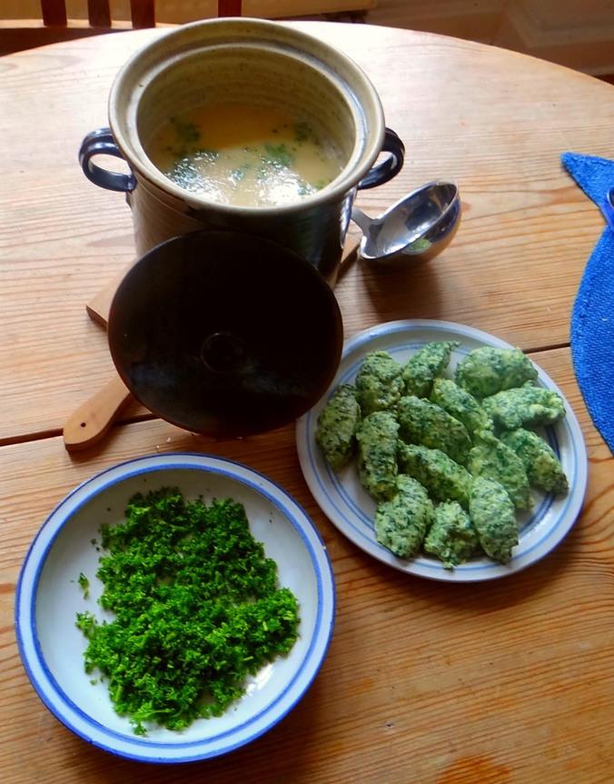 Sellerie-Apfelsuppe mit Ricotta-Spinatnocken (13).jpg