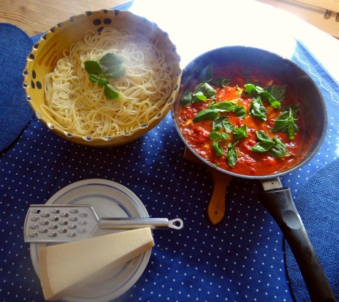 Spaghetti mit Tomatensugo (7)