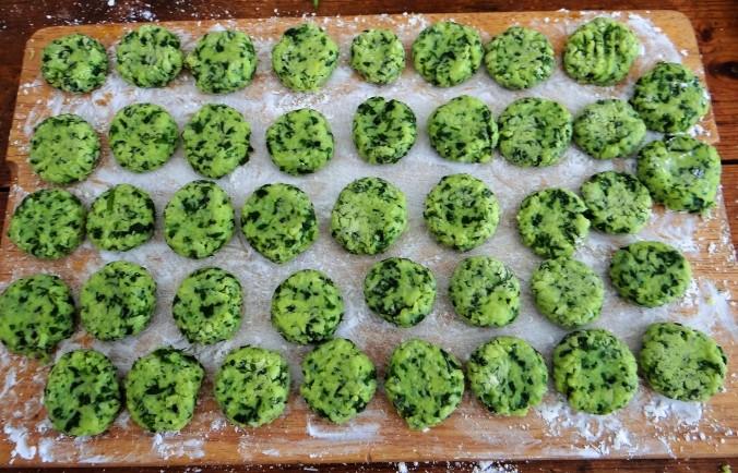 Bärlauch Gnocchis,Tomatensauce,Salat (7)