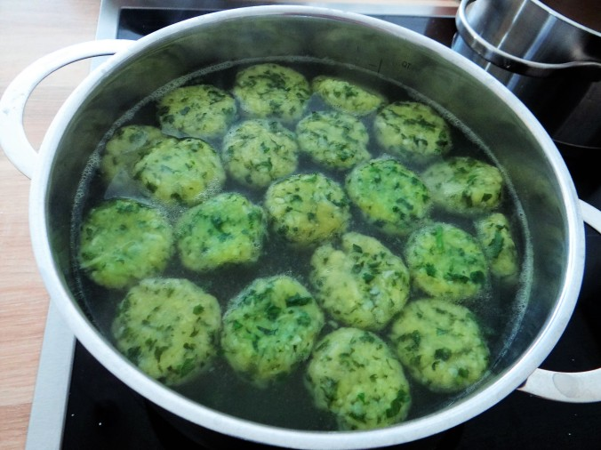 Bärlauch Gnocchis,Tomatensauce,Salat (8)