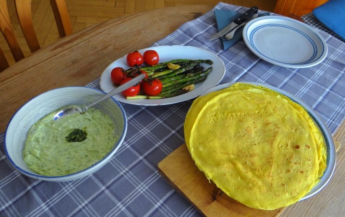 Eierpfannkuchen,Bärlauch Quark grüner Spargel (13)