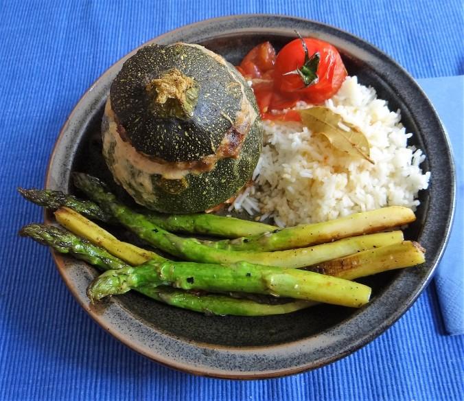 Gefüllte Zucchini,grüner Spargel,RiiJiiBasmati Reis (1)