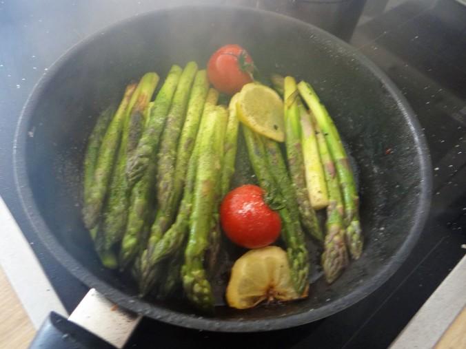 Gefüllte Zucchini,grüner Spargel,RiiJiiBasmati Reis (10)