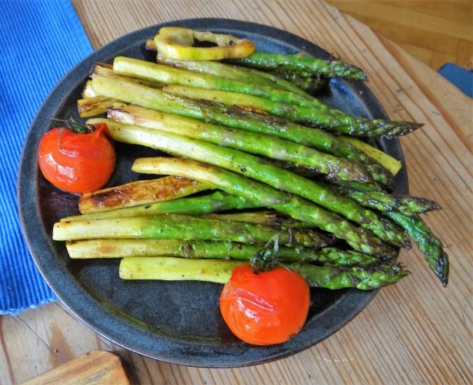 Gefüllte Zucchini,grüner Spargel,RiiJiiBasmati Reis (11)