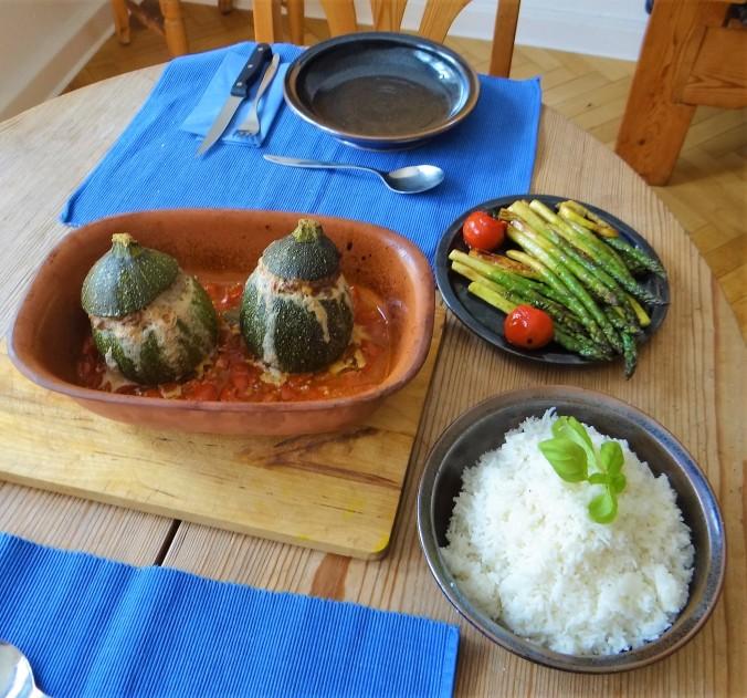 Gefüllte Zucchini,grüner Spargel,RiiJiiBasmati Reis (12)