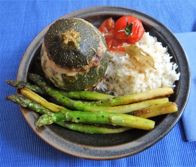 Gefüllte Zucchini,grüner Spargel,RiiJiiBasmati Reis (13)