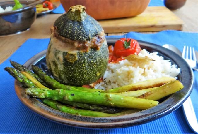 Gefüllte Zucchini,grüner Spargel,RiiJiiBasmati Reis (14)