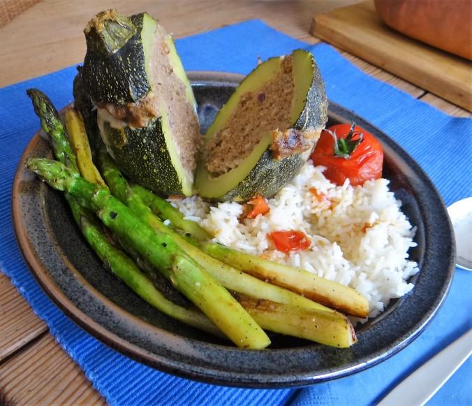 Gefüllte Zucchini,grüner Spargel,RiiJiiBasmati Reis (16)