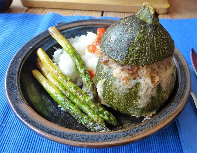 Gefüllte Zucchini,grüner Spargel,RiiJiiBasmati Reis (2)