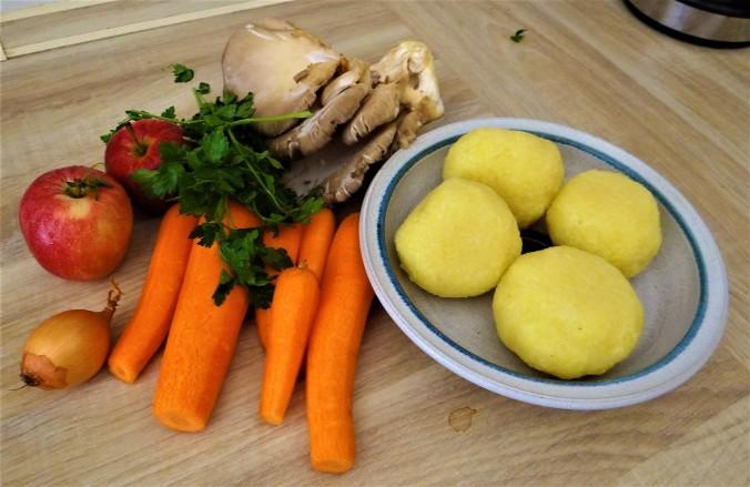 Kloßscheiben,Austernpilze,Möhrensalat (5)
