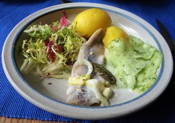 Marinierte Heringe,Salate,Pellkartoffeln (12)