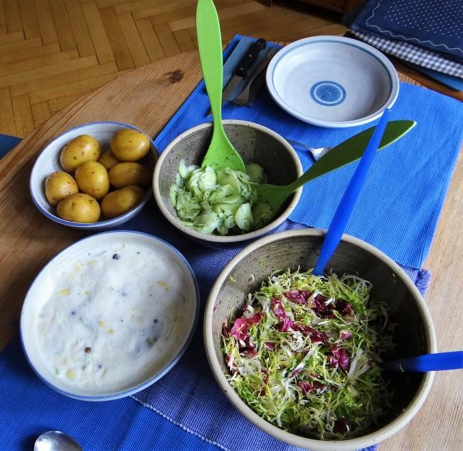 Marinierte Heringe,Salate,Pellkartoffeln (3)