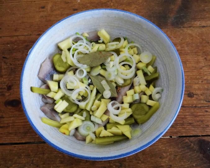 Marinierte Heringe,Salate,Pellkartoffeln (7)