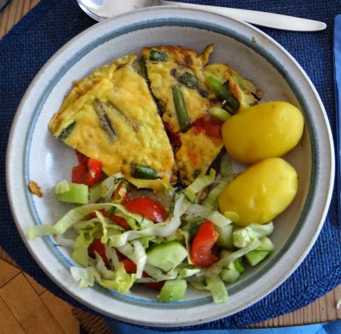 Spargel Omlett,gemischter Salat (15)