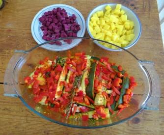 Zucchini Pfanne,Rohgebratene Kartoffeln,Pimientos,Obstsalat (12)